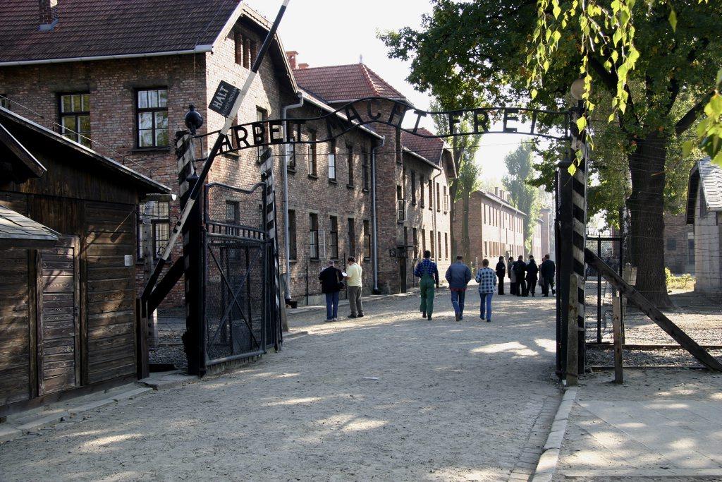 http://www.tunliweb.no/Bilder_SM/_album_Auschwitz/IMG_8385_1024pixel.jpg