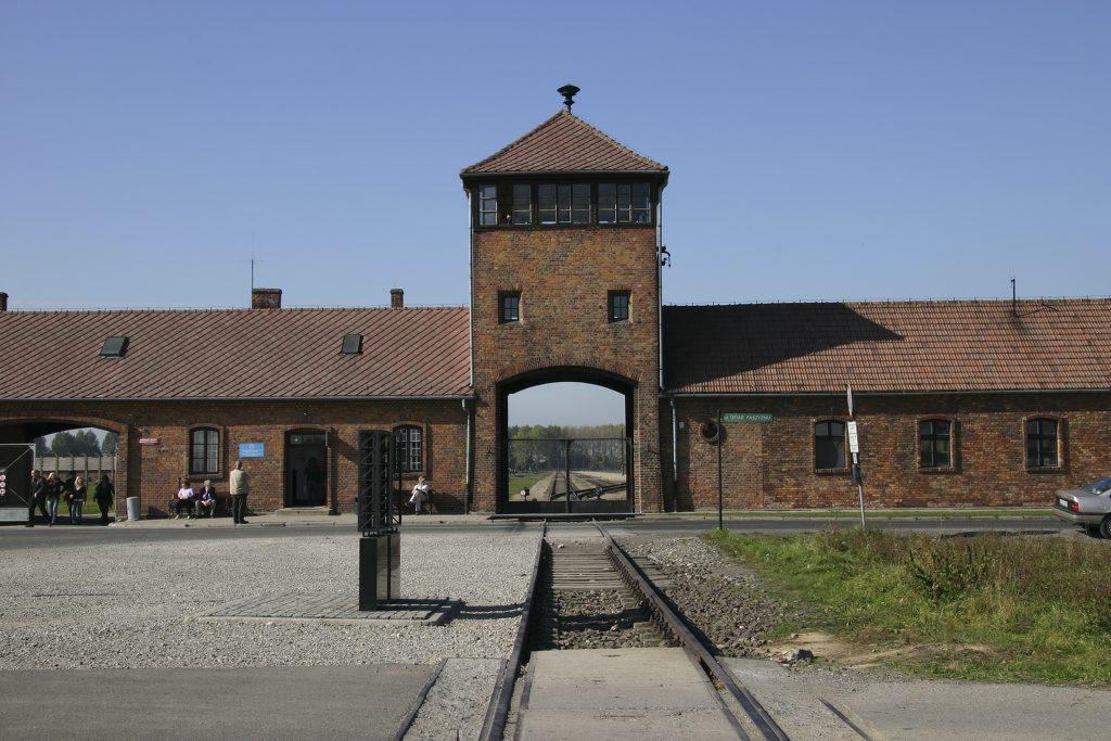 http://www.tunliweb.no/Bilder_SM/_album_Auschwitz/IMG_8404_1024pixel.jpg