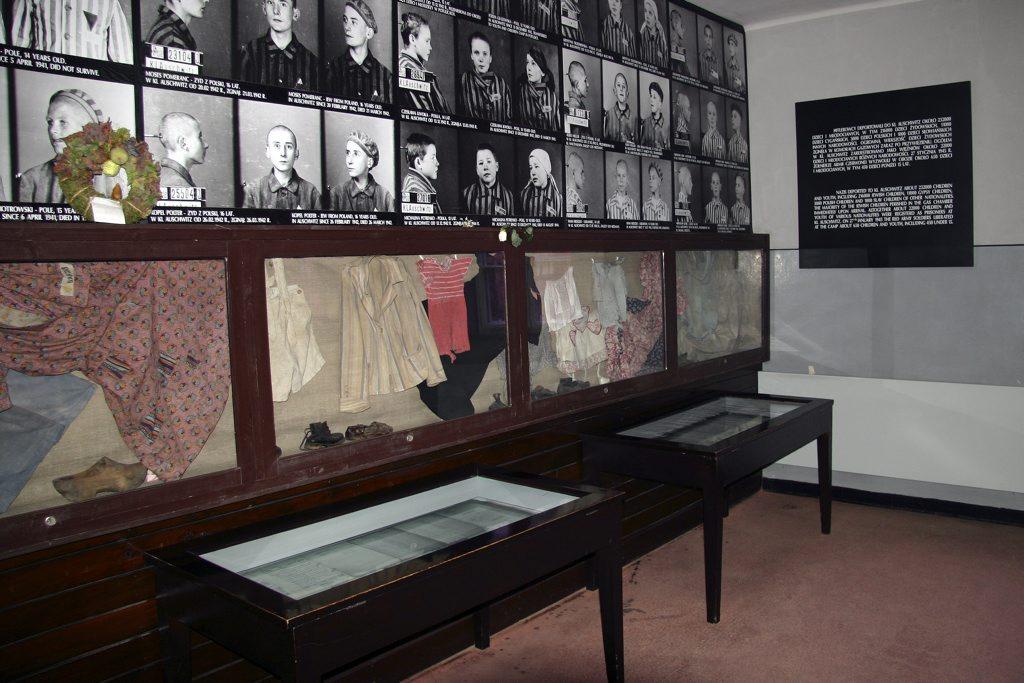 http://www.tunliweb.no/Bilder_SM/_album_Auschwitz/IMG_9178_1024pixel.jpg
