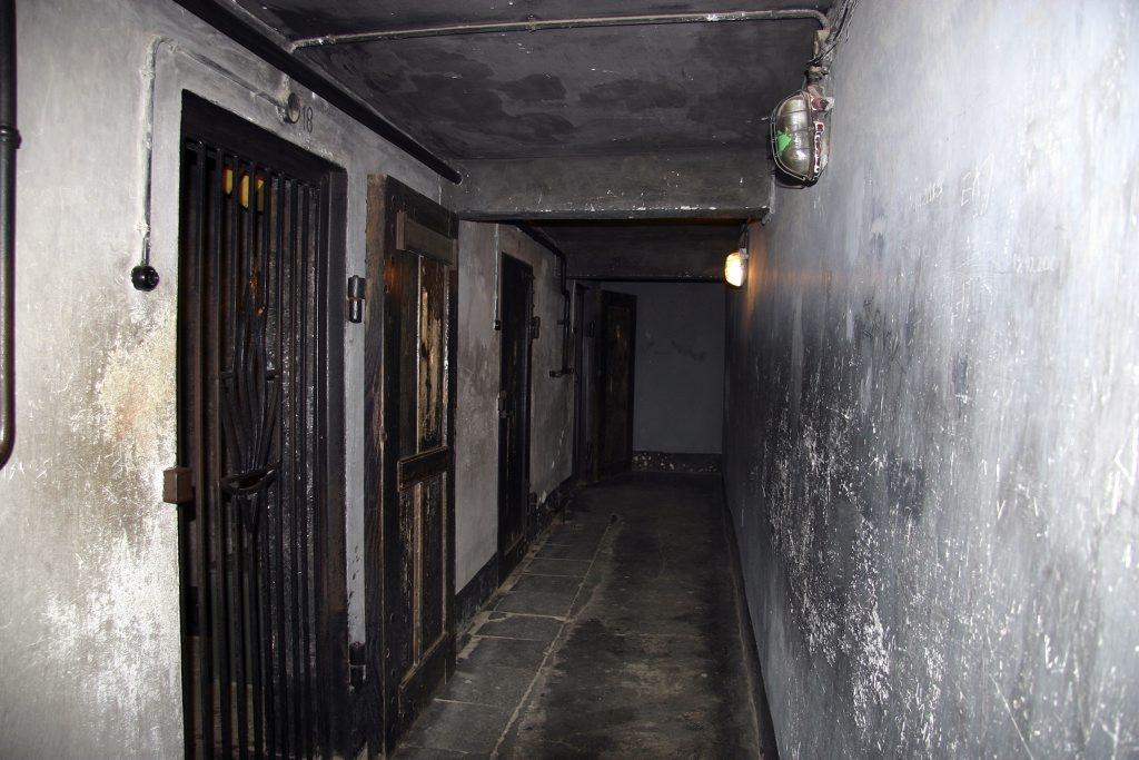 http://www.tunliweb.no/Bilder_SM/_album_Auschwitz/IMG_9195_1024pixel.jpg
