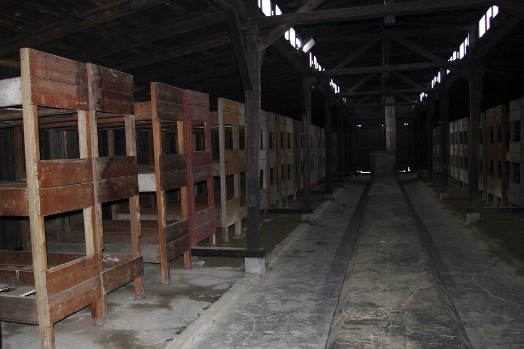 http://www.tunliweb.no/Bilder_SM/_album_Auschwitz/IMG_9237_1024pixel.jpg