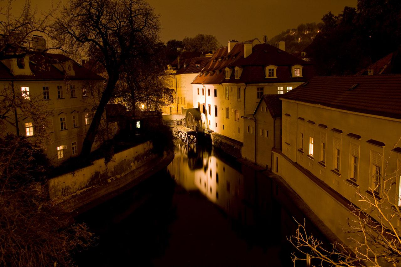 http://www.tunliweb.no/Bilder_SM/_album_Praha2/D2-praha.jpg