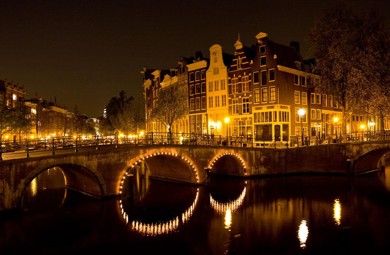http://www.tunliweb.no/Bilder_SM/_album_amsterdam/a1.JPG