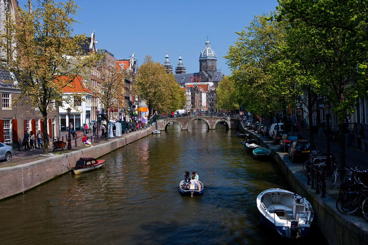 http://www.tunliweb.no/Bilder_SM/_album_amsterdam/c2.JPG