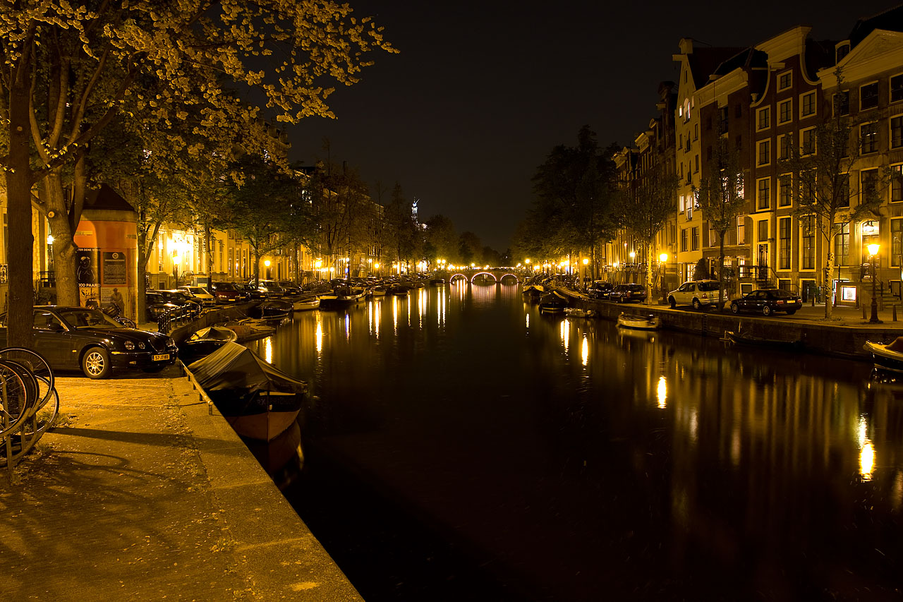 http://www.tunliweb.no/Bilder_SM/_album_amsterdam/c3.JPG