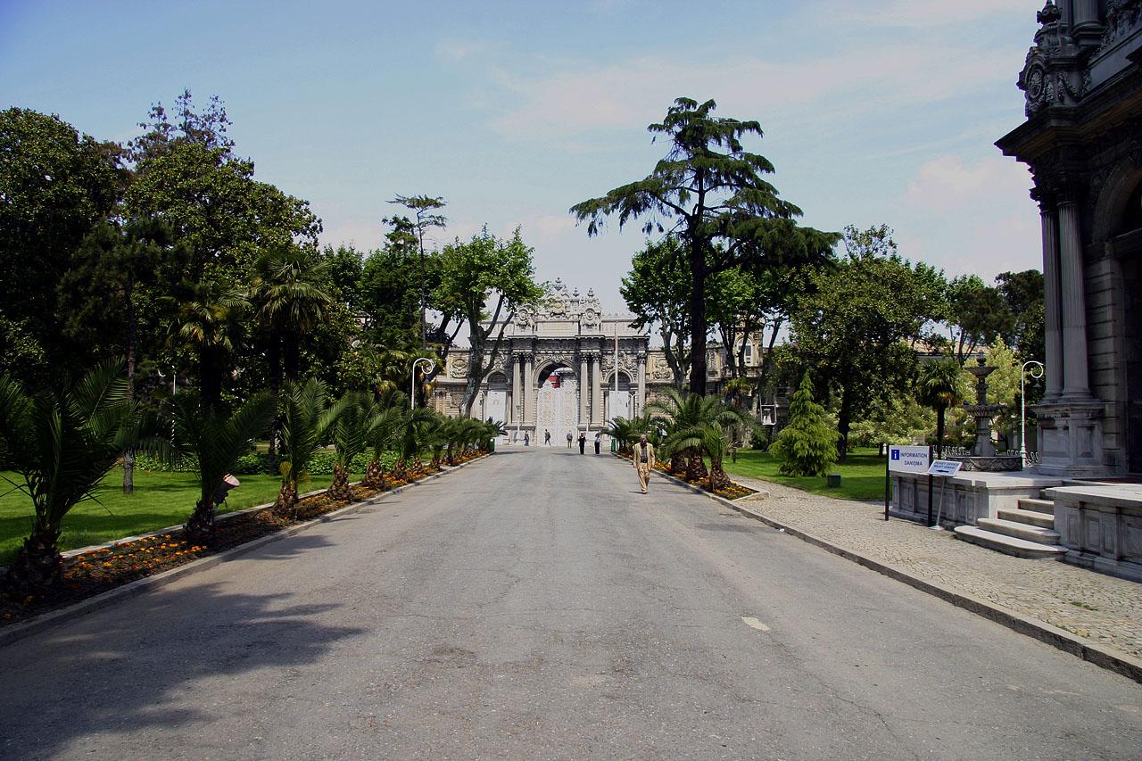 http://www.tunliweb.no/Bilder_SM/_album_istanbul/6763B_dolmabache_palace.jpg